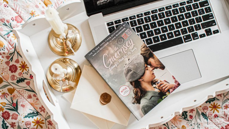 Book Review: The Guernsey Literary & Potato Peel Pie Society